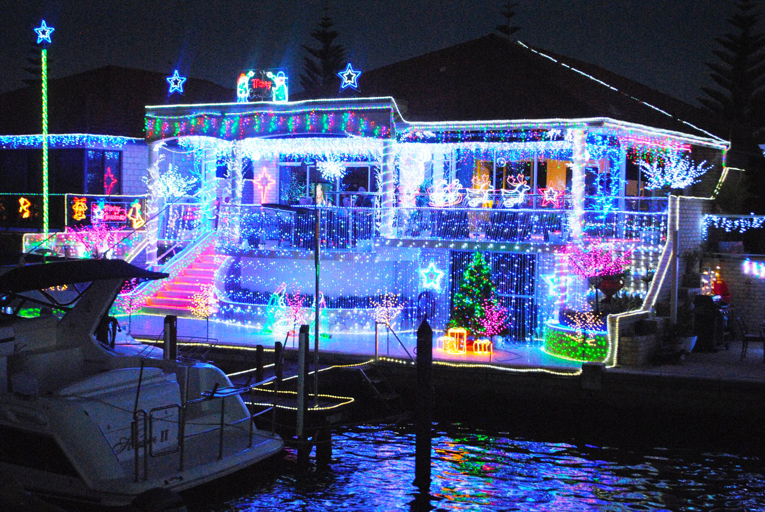 Canal Christmas Lights Tour – Mandurah